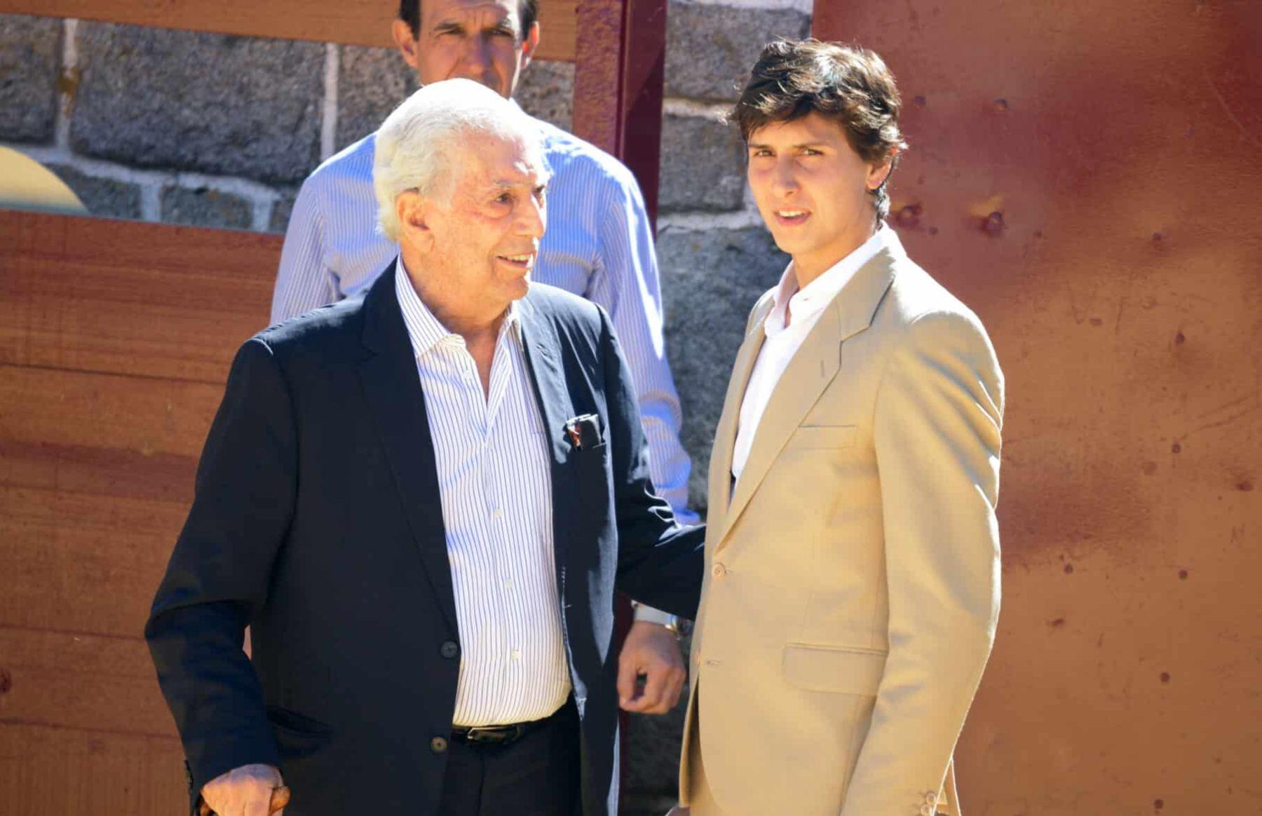 Mario Vargas Llosa y el torero Andrés Roca Rey.