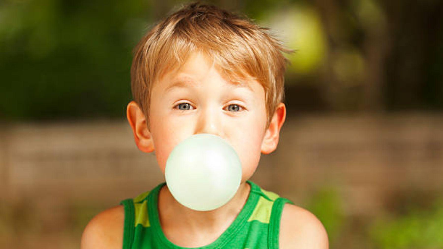 Descubre a qué edad los niños pueden empezar a masticar chicle