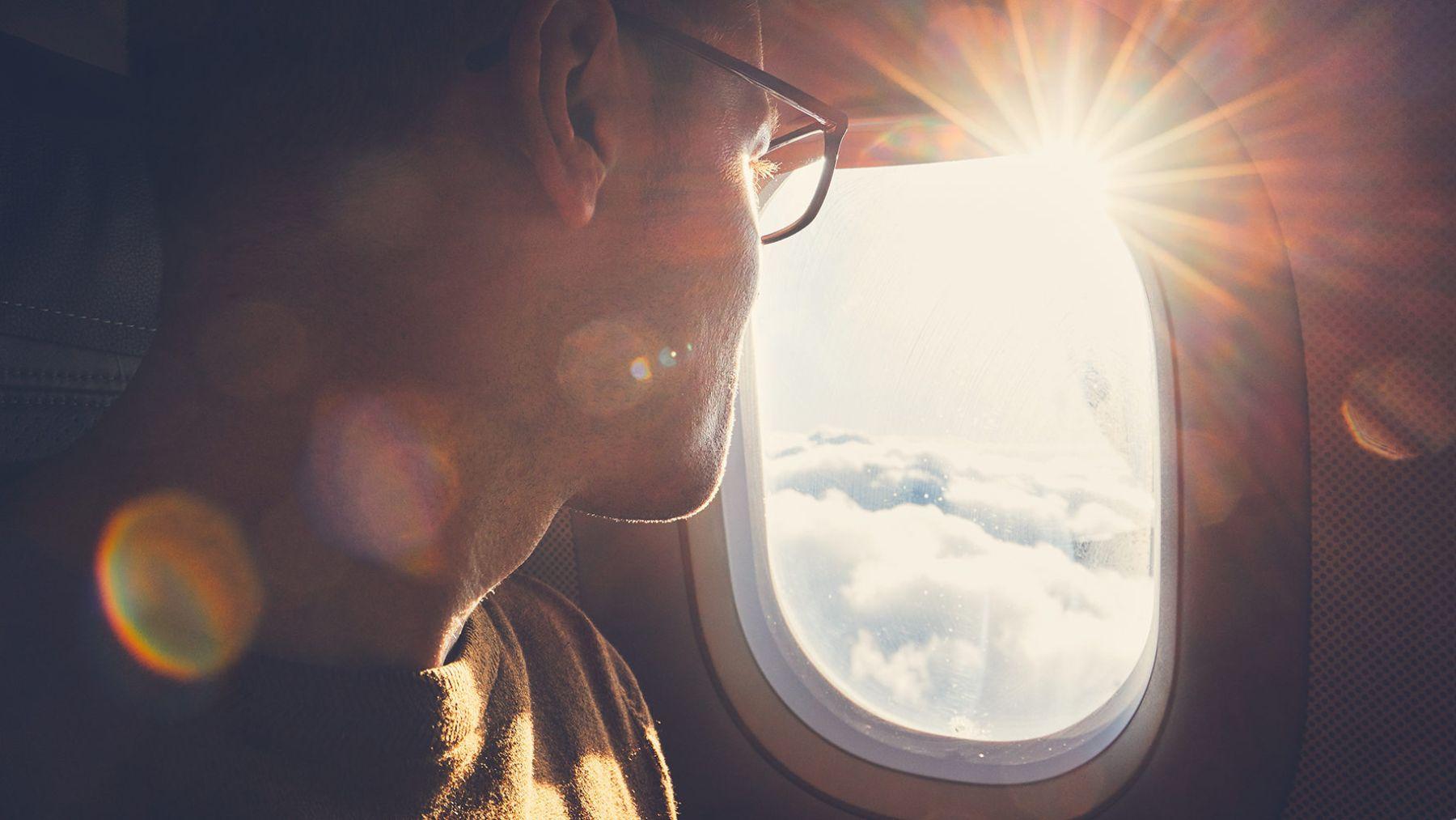 Los motivos que nos llevan a tener que mantener las persianas del avión subidas al despegar y al aterrizar.