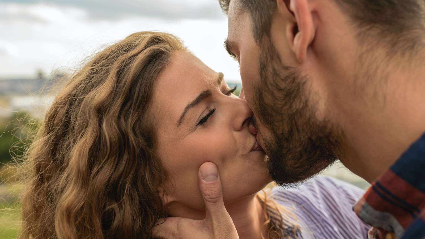 Beso y el sexo tántrico