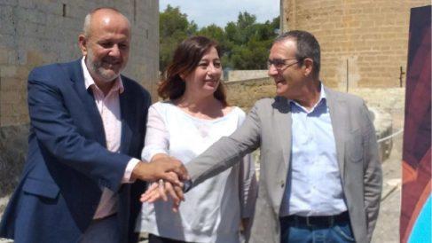 Los líderes del pacto de izquierdas en Baleares: Miquel Ensenyat, Francina Armengol y Juan Pedro Yllanes.