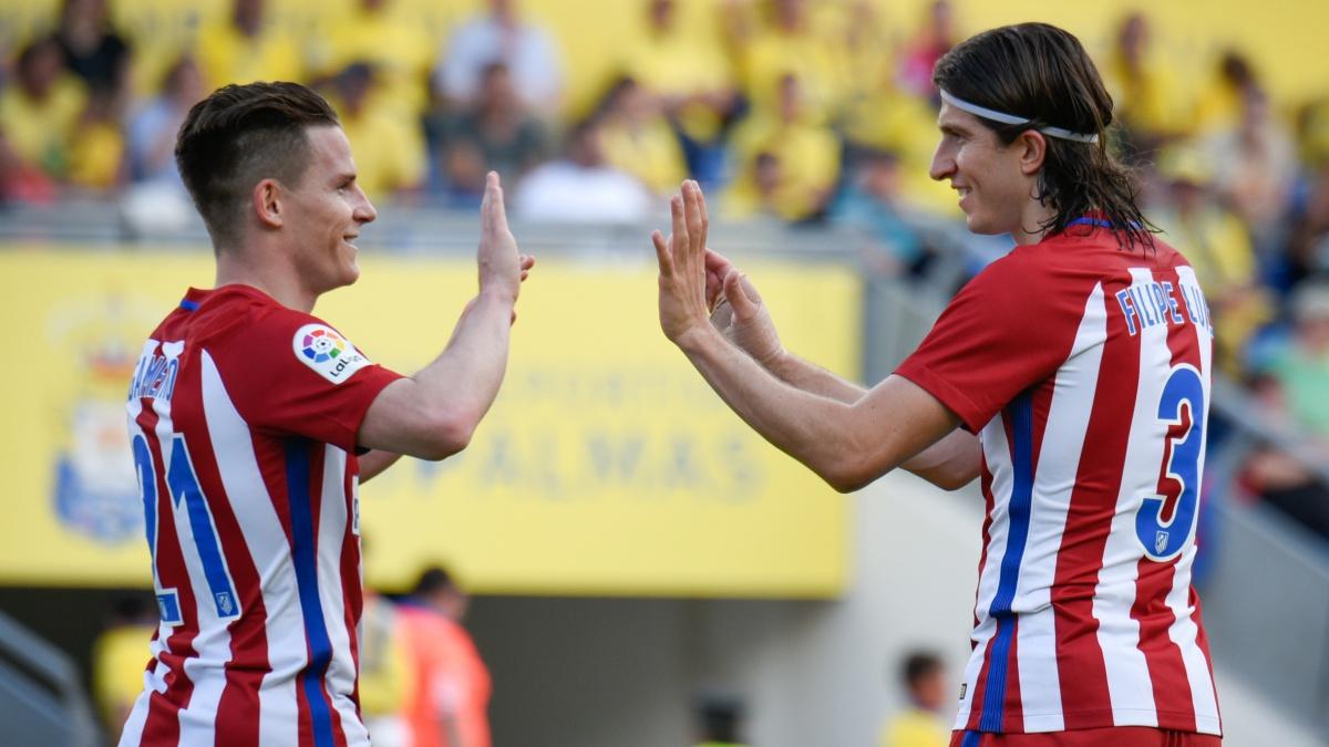Gameiro y Filipe Luis celebran uno de los goles del Atlético frente a Las Palmas