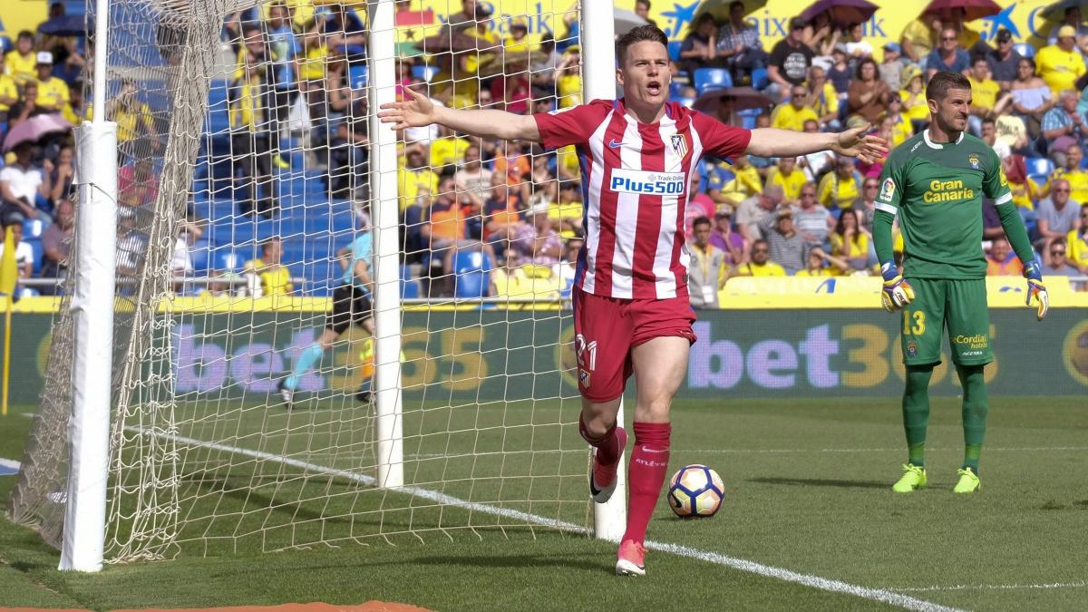 Kevin Gameiro celebra uno de sus dos goles ante Las Palmas