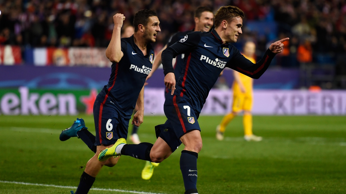 Koke y Griezmann celebran un tanto del Atlético frente al Barcelona en Champions