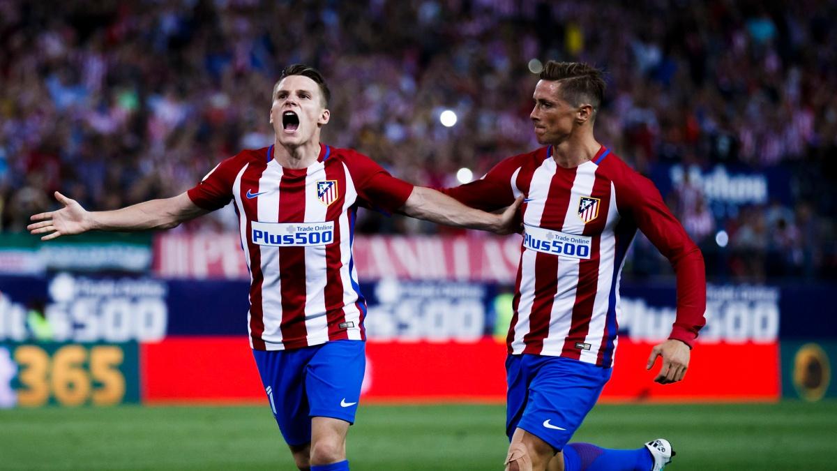 Fernando Torres celebra con Gameiro un tanto del francés