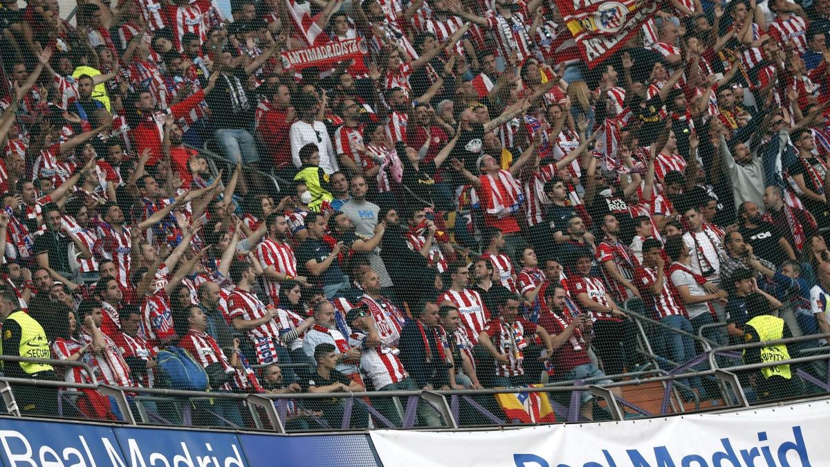 Los aficionados del Atlético en el Santiago Bernabéu