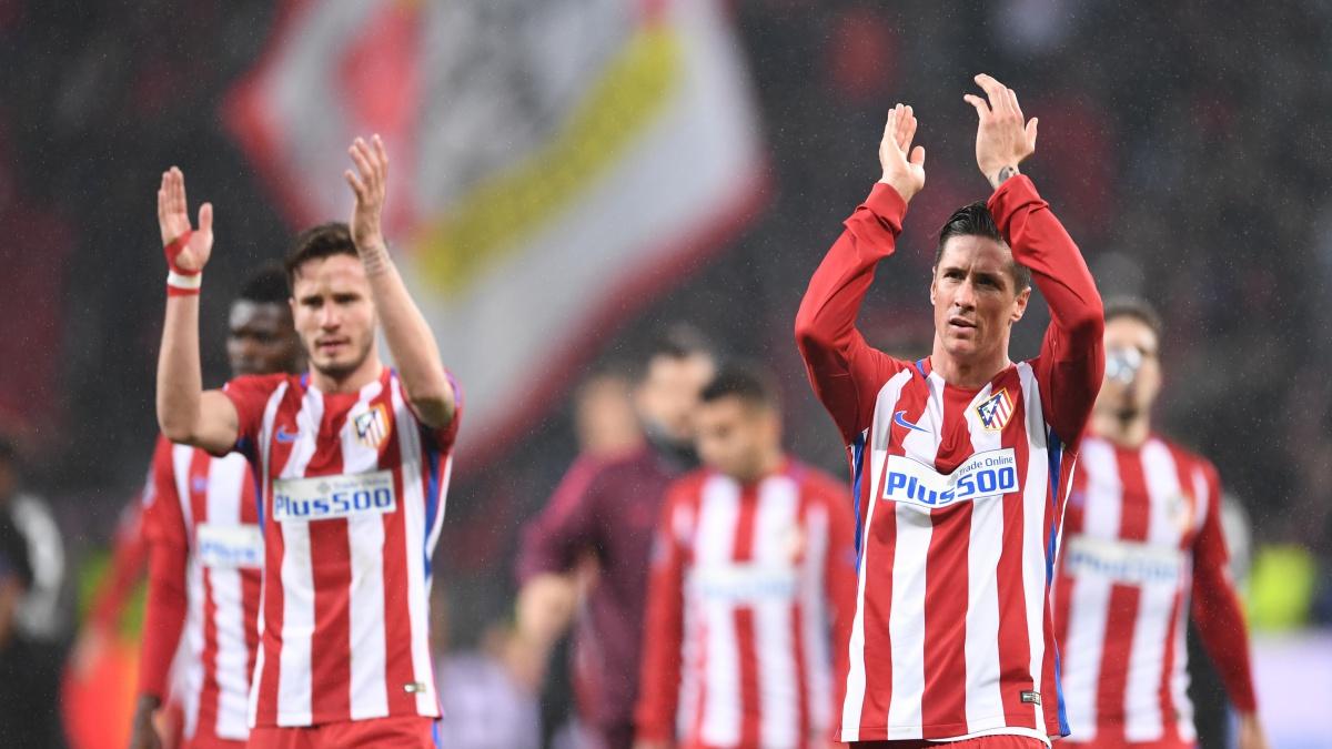 Los jugadores del Atlético agradecen el apoyo de la afición en Leverkusen