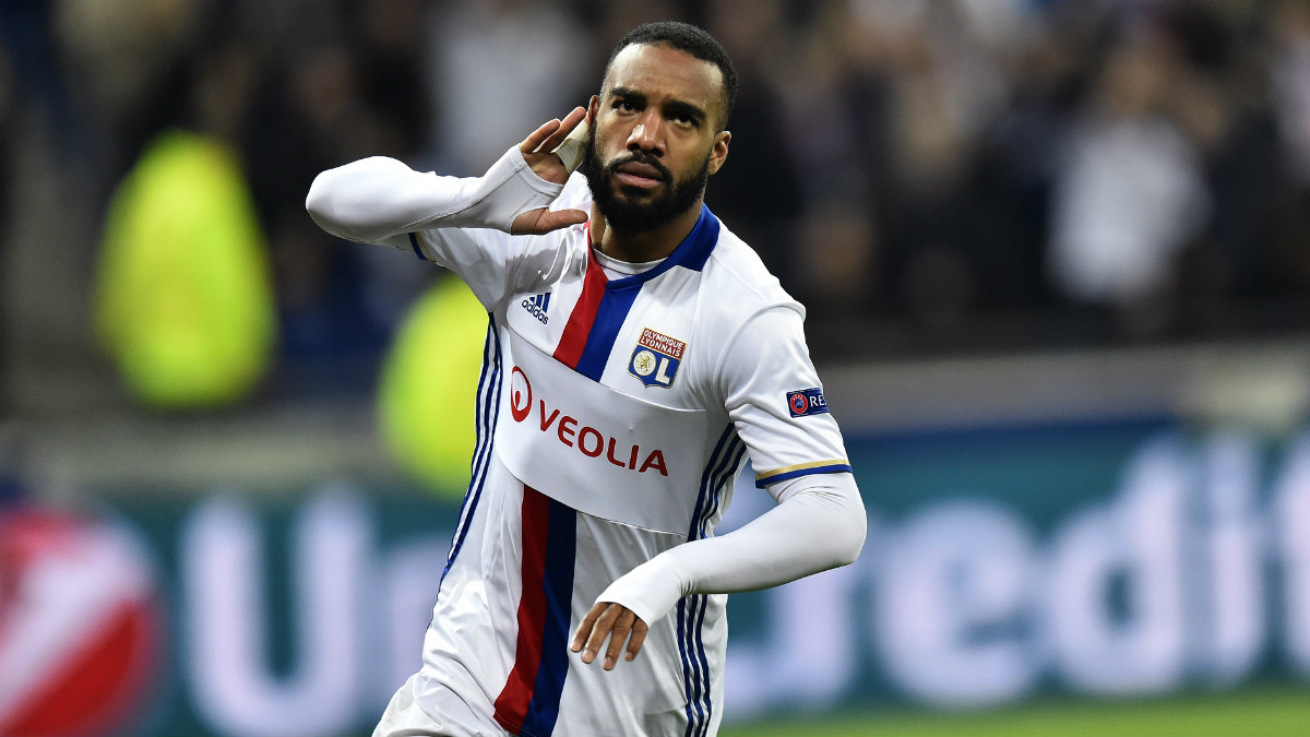 Lacazette celebra un gol con el Lyon. (AFP)