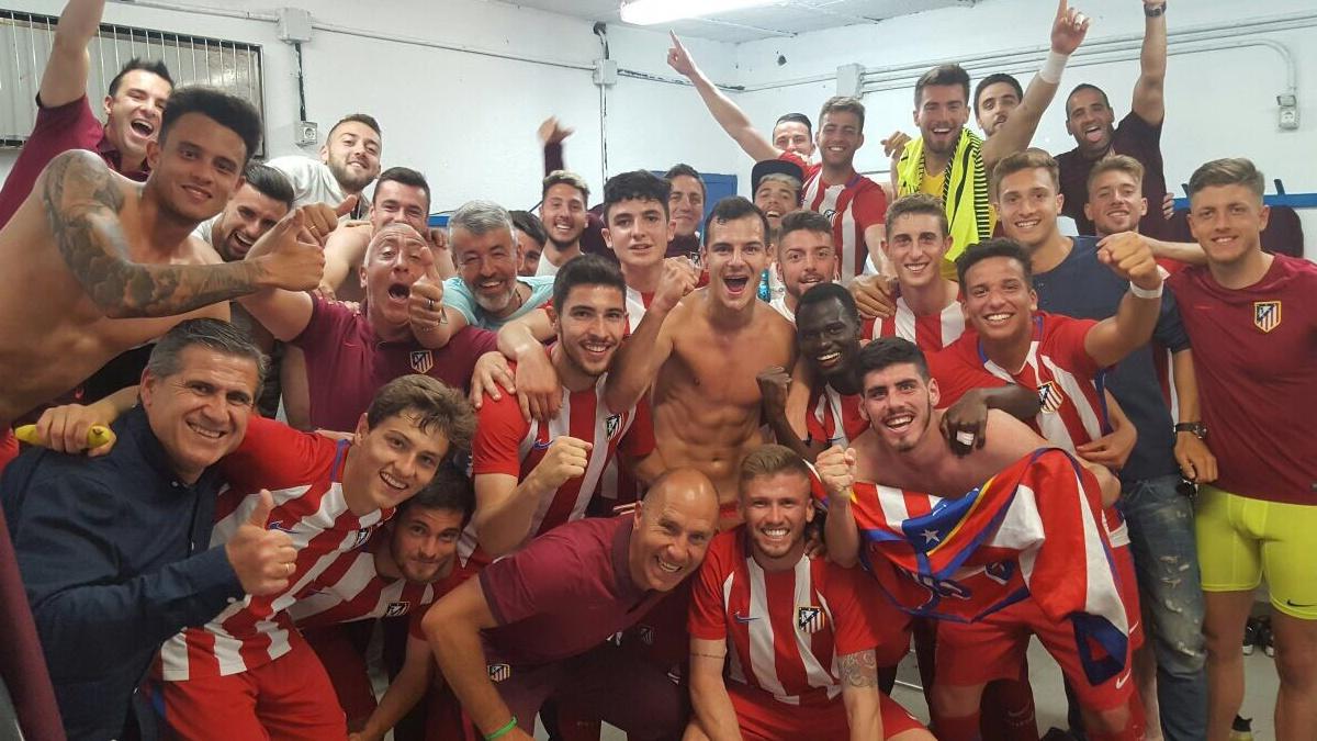 Los futbolistas del Atlético de Madrid B celebran el título de Liga