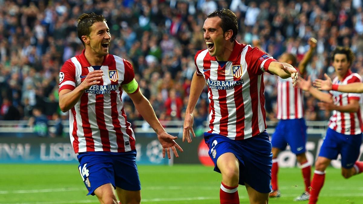 Gabi y Godín celebran un gol con el Atlético
