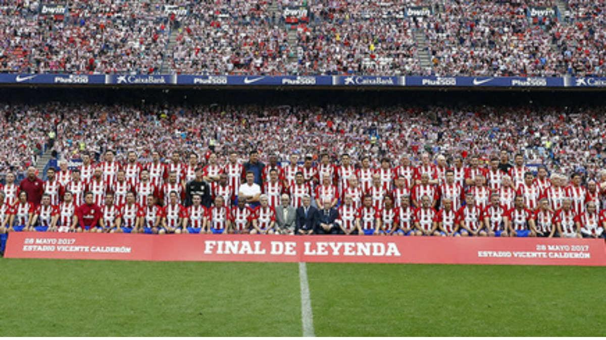 Las leyendas cerraron las puertas del Vicente Calderón para siempre. (atleticomadrid.com)
