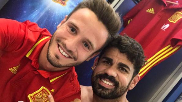 Simeone le dio a like a la foto de Saúl y Costa.