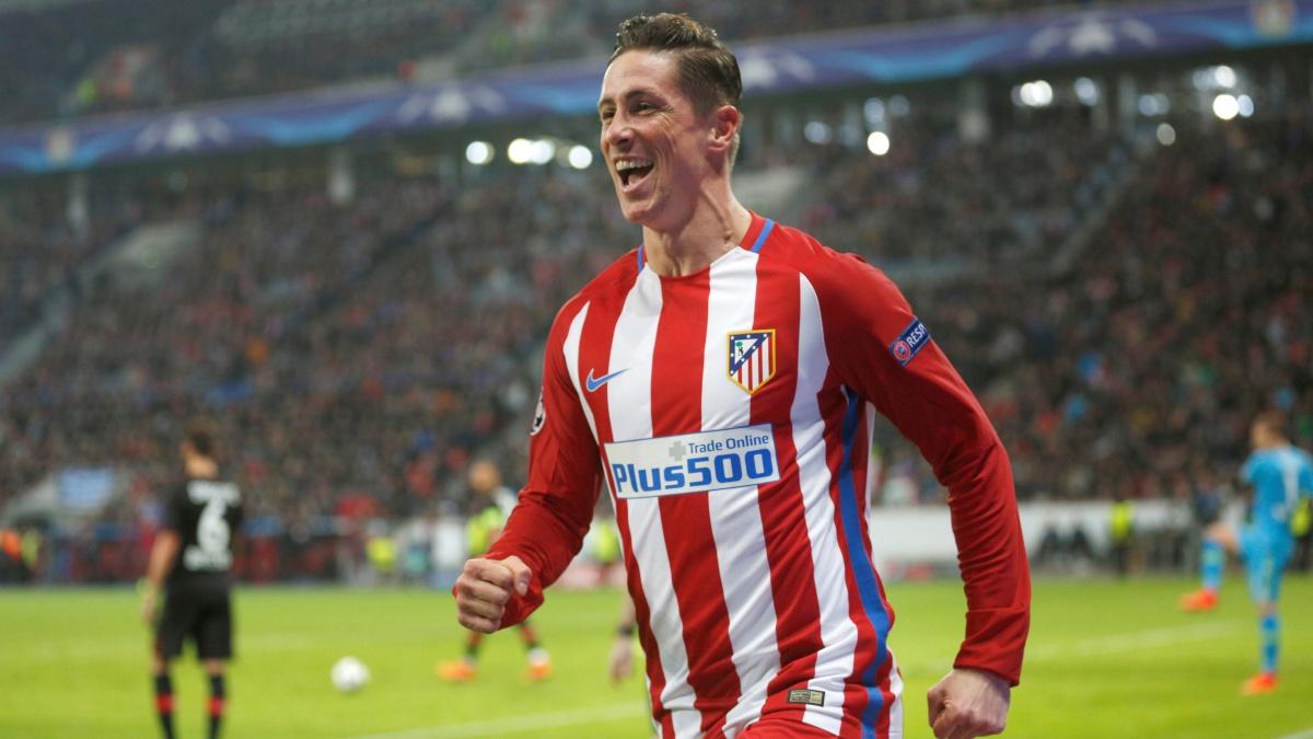 Fernando Torres celebra un gol ante el Bayer Leverkusen