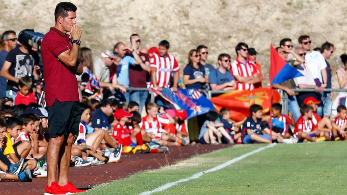El Cholo Simeone, en la banda durante el Numacia vs Atlético de 2016