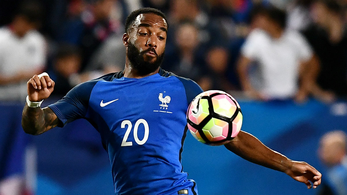 Lacazette durante un partido con Francia. (AFP)