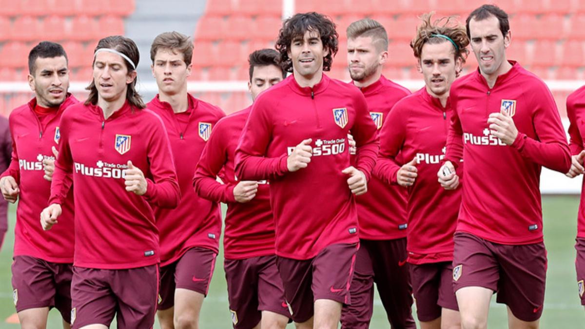 Tiago, durante un entrenamiento con el Atlético