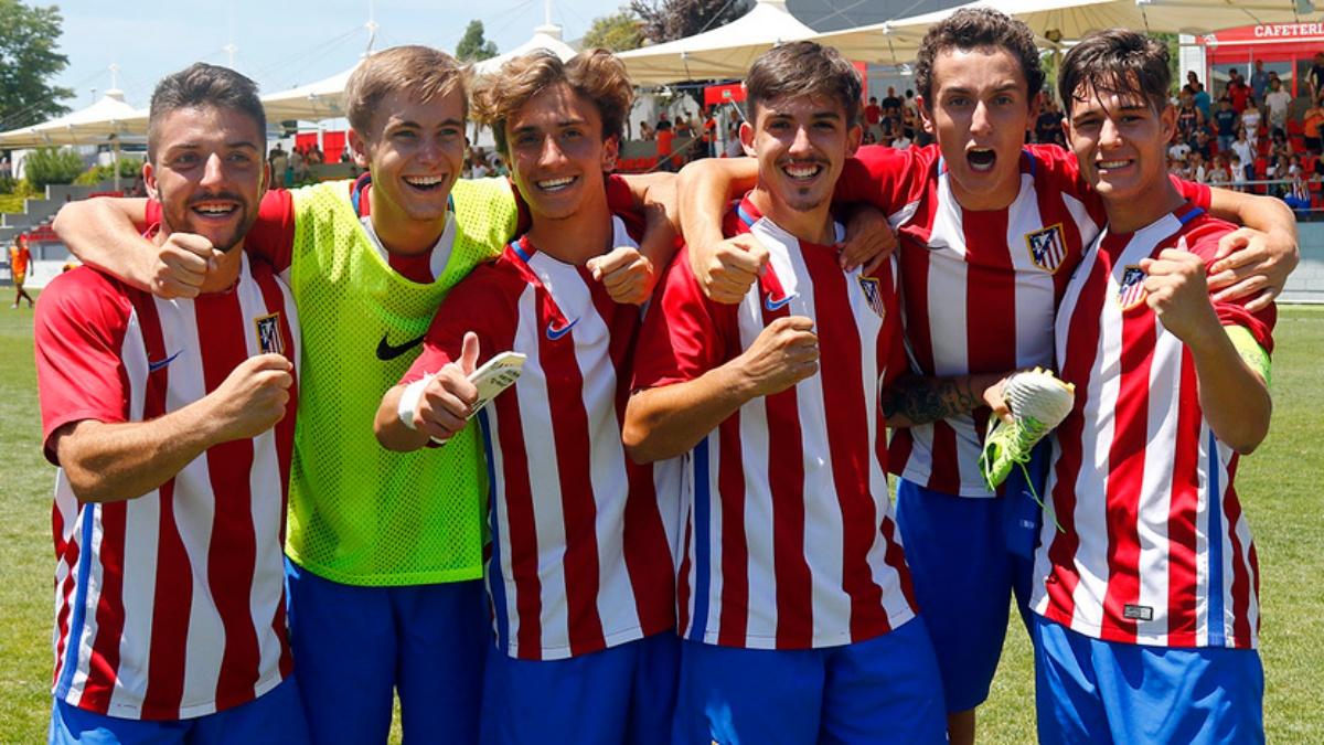 Los jugadores del Atlético juvenil celebran la remontada ante el Sevilla