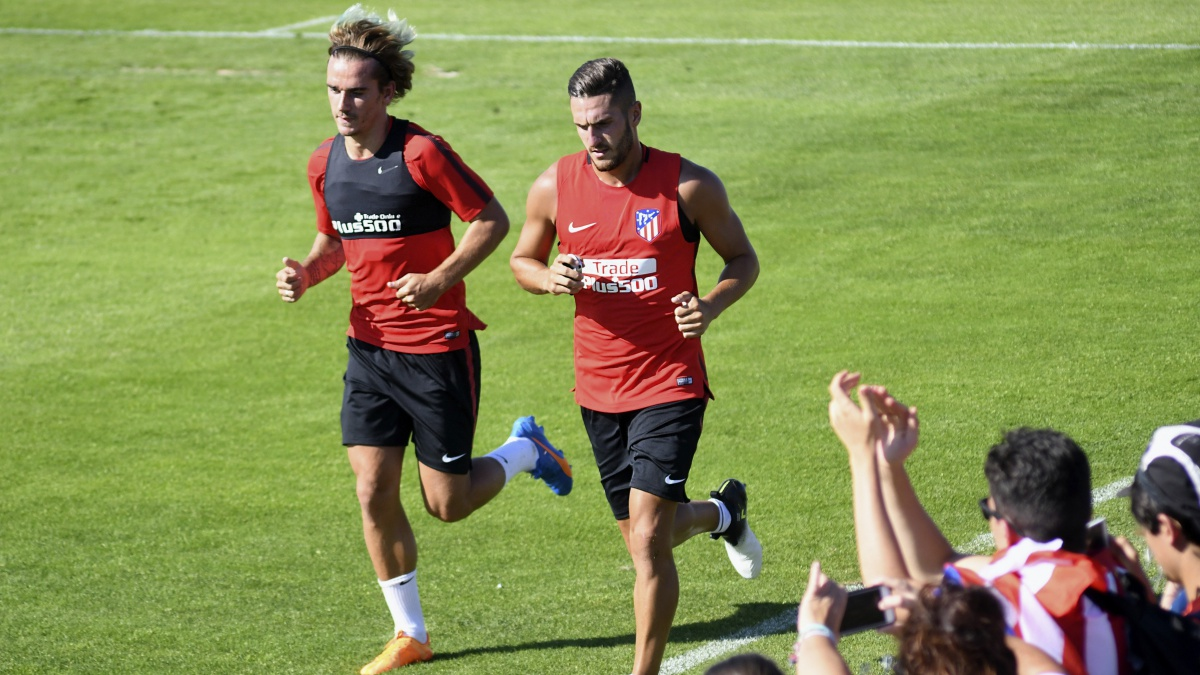 La afición ovaciona a Koke y Griezmann durante su primer entrenamiento de pretemporada
