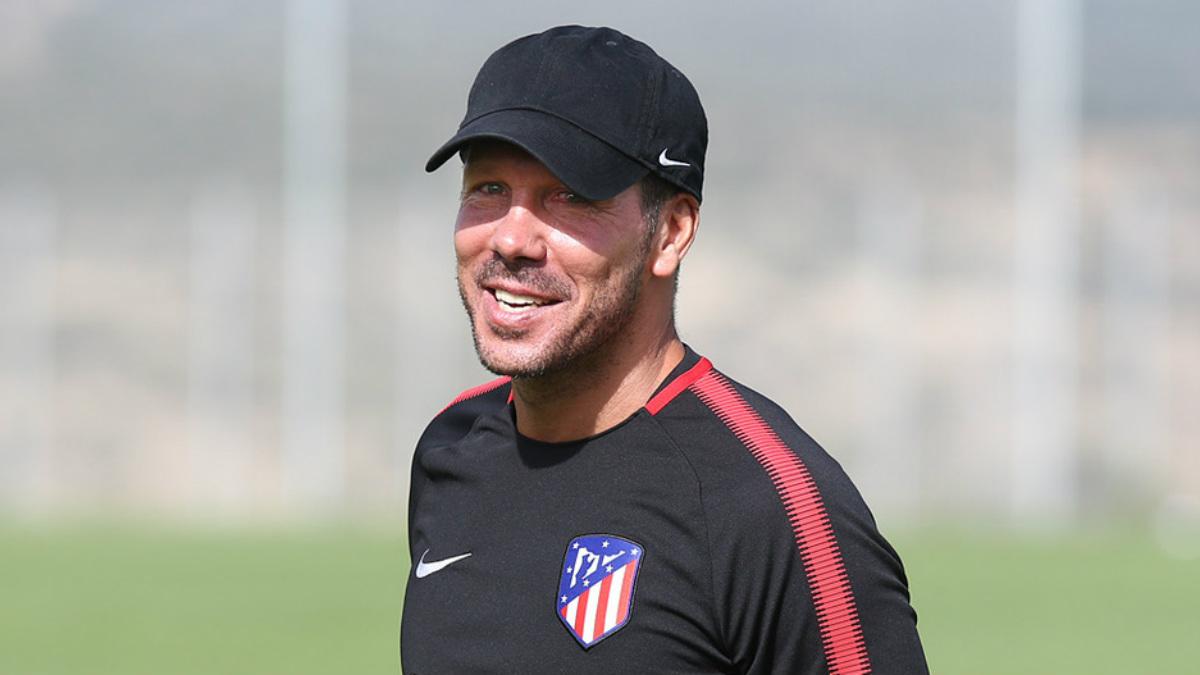 Simeone dirige un entrenamiento en San Rafael. (atleticodemadrid.com)