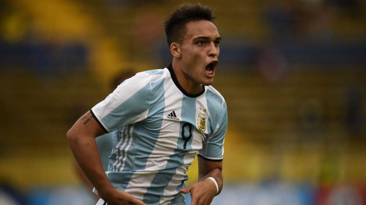 Lautaro Martínez celebra un tanto con Argentina Sub20