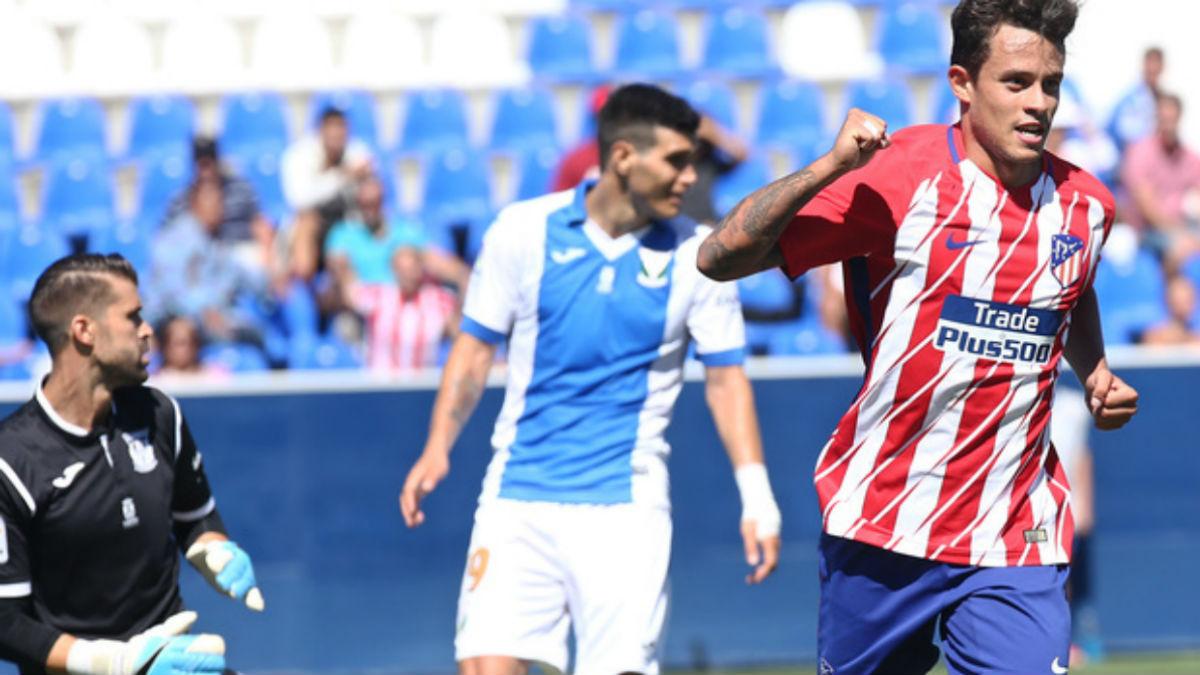 Juan Moreno celebra el gol de la victoria en Butarque. (clubatleticodemadrid.com)