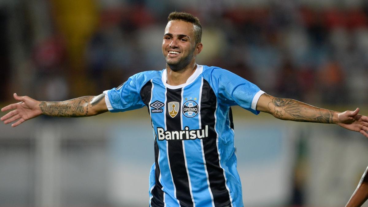 Luan Vieira celebra un tanto con el Gremio