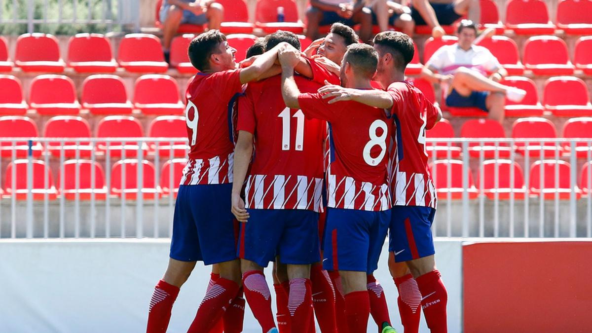 Los futbolistas del Atlético B celebran uno de los goles frente a la Gimnástica Segoviana