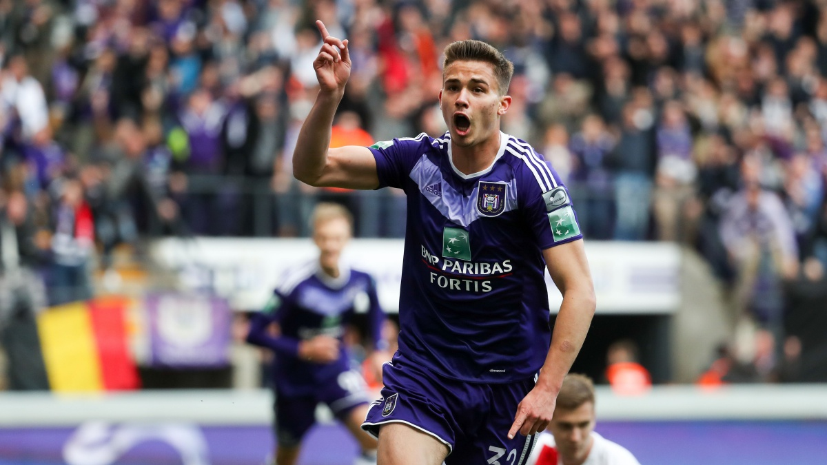 Leander Dendoncker celebra un tanto con el Anderlecht