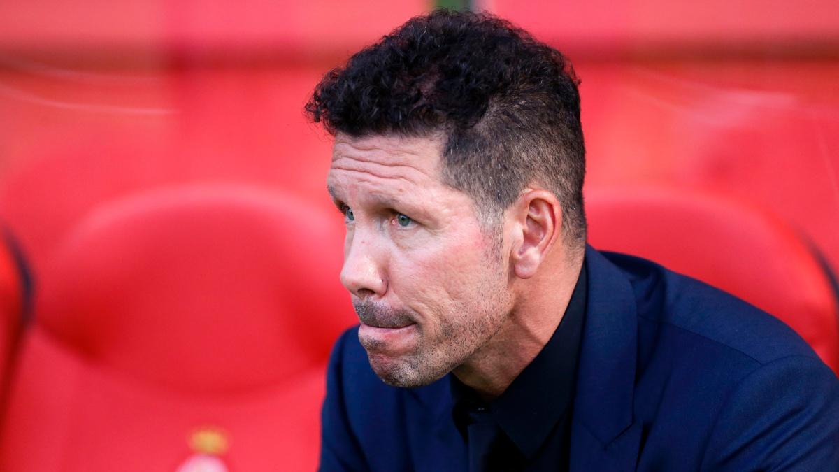 El Cholo Simeone, pensativo durante el Girona – Atlético