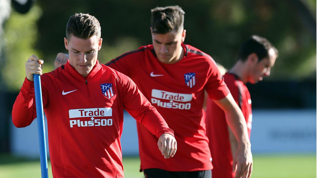 Gameiro y Giménez durante un entrenamiento. (Atleticodemadrid.com)