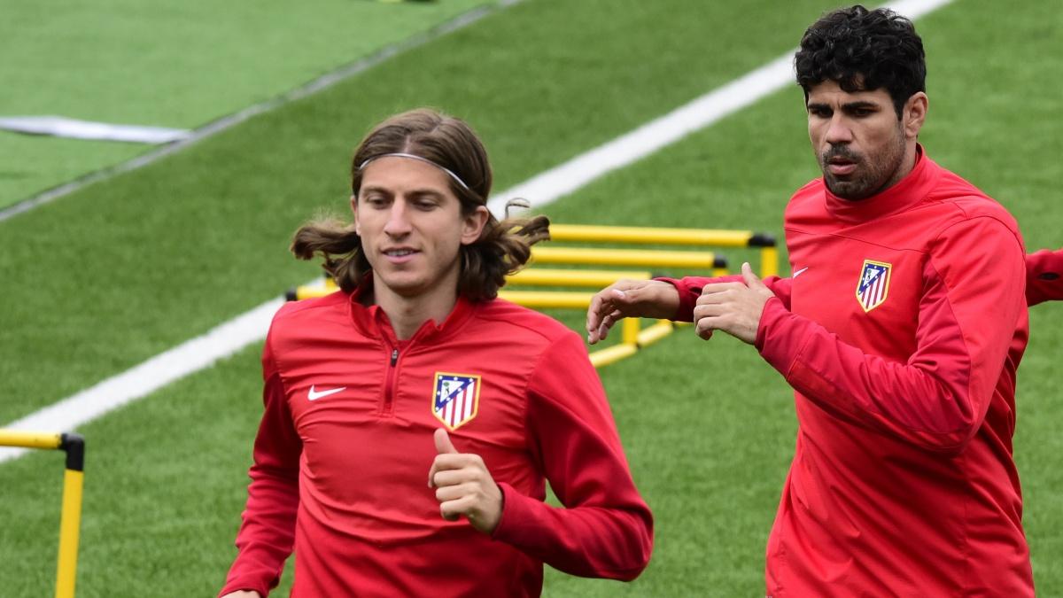 Filipe Luis y Diego Costa, durante un entrenamiento con el Atlético de Madrid