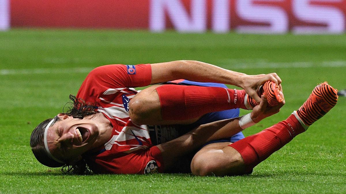 Filipe Luis terminó tocado contra el Chelsea. (Getty)
