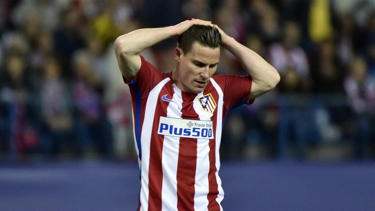 Gameiro durante un partido con el Atlético. (AFP)