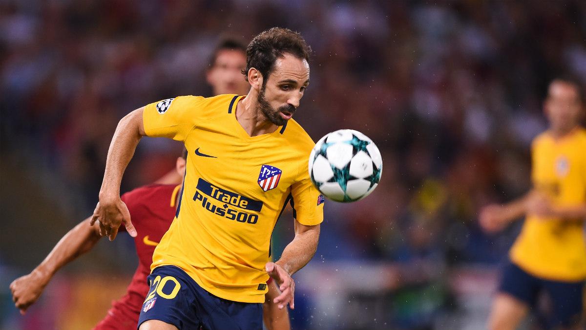 Juanfran, durante el partido contra la Roma. (AFP)