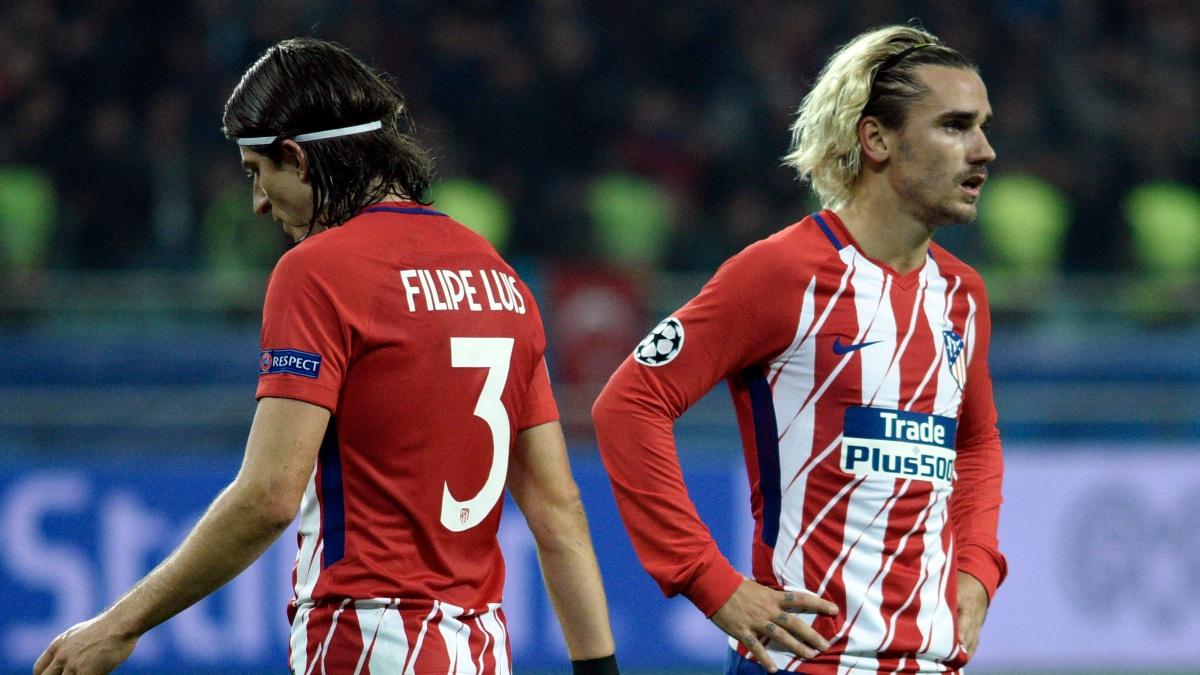 Antoine Griezmann y Filipe Luis se lamentan tras el empate ante el Qarabag