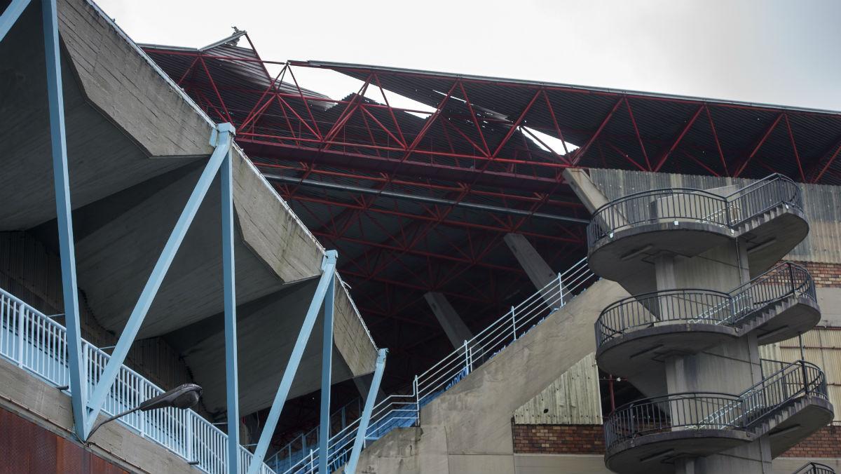Cubierta rota del estadio de Balaídos. (AFP)