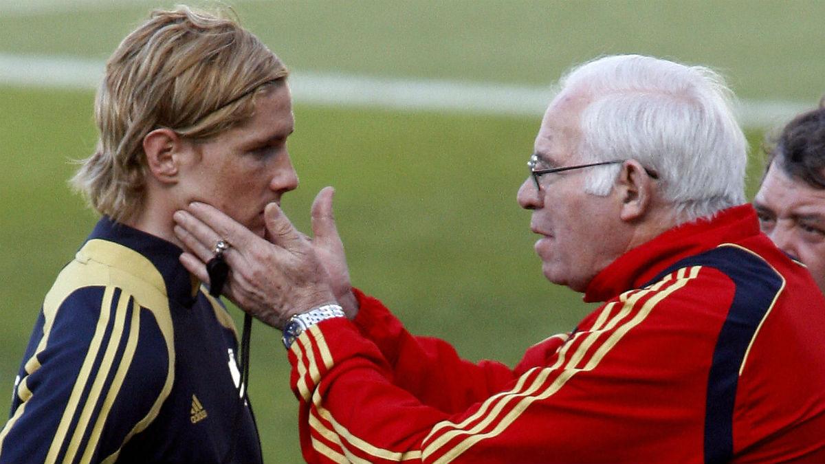 Fernando Torres y Luis Aragonés, en un entrenamiento de la Selección. (Getty)