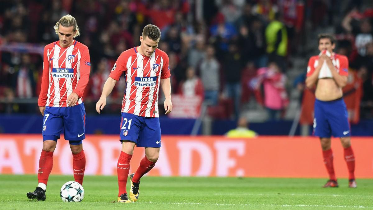 Los jugadores del Atlético se lamentan. (AFP)