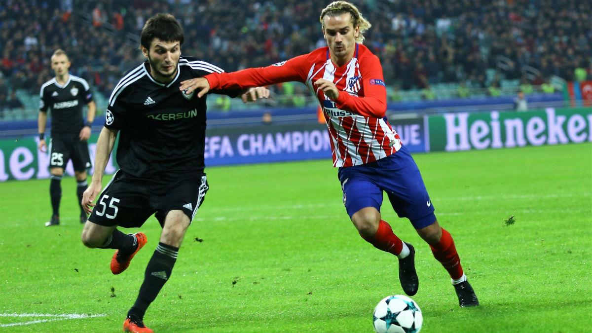 Griezmann pelea un balón durante el Qarabag-Atlético. (Getty)