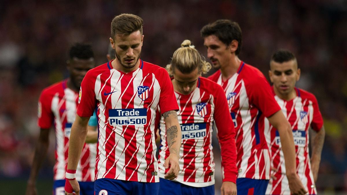 Los jugadores del Atlético de Madrid se lamentan tras el encuentro ante el Villarreal