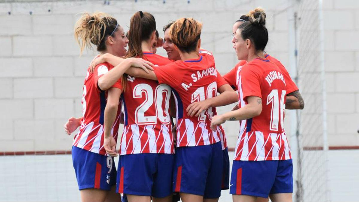 Las chicas del Atlético celebran uno de los goles ante el Madrid. (LaLiga)