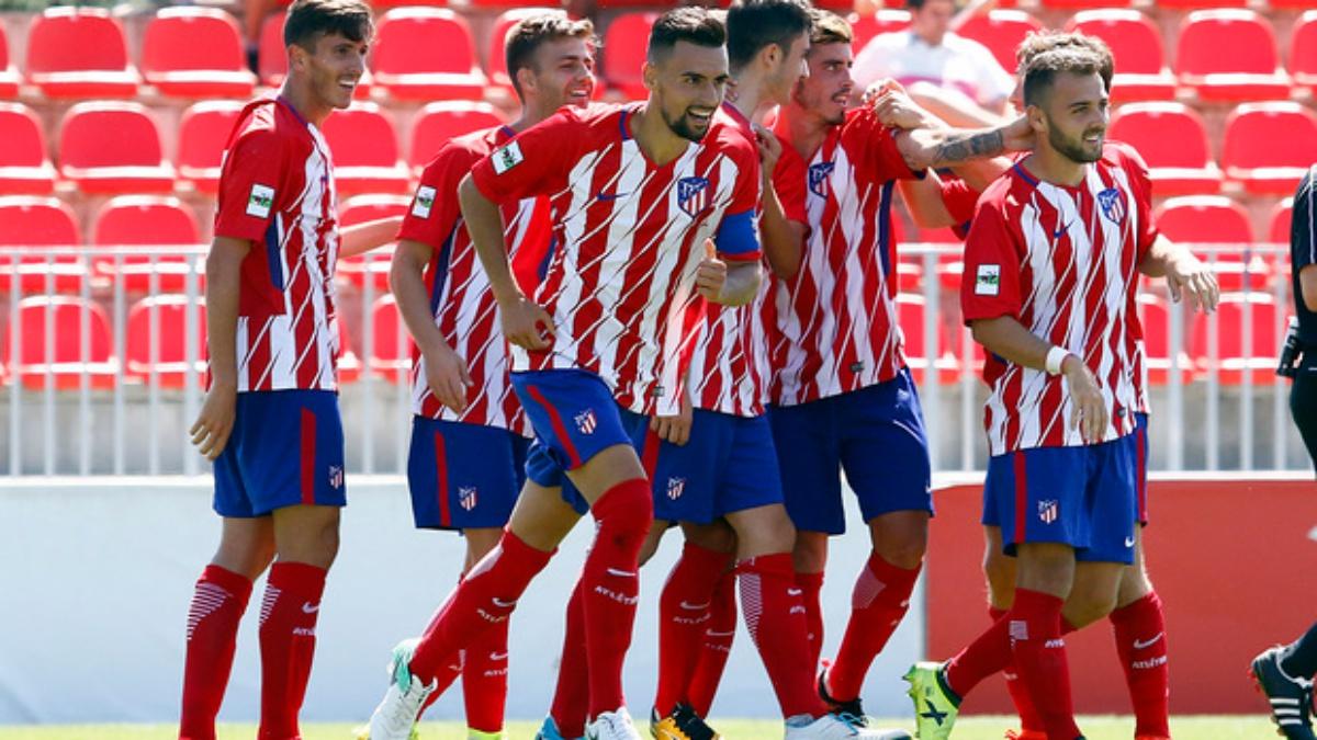 Los futbolistas del Atlético de Madrid B celebran un gol