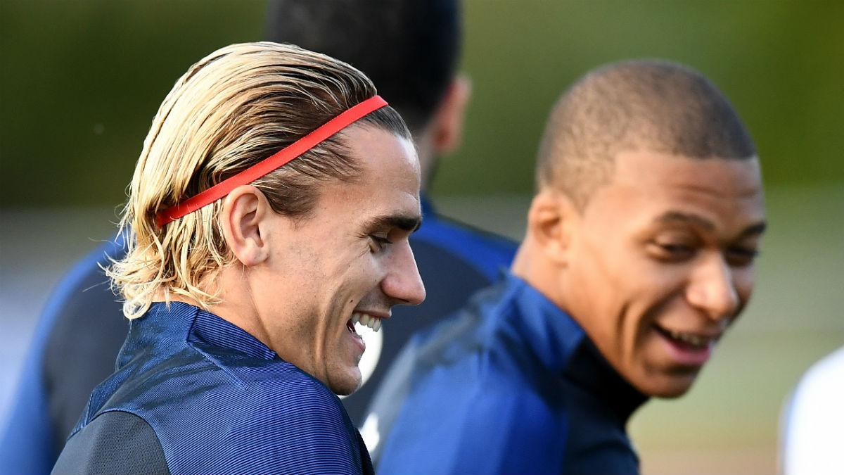 Griezmann y Mbappé, en un entrenamiento con Francia. (AFP)