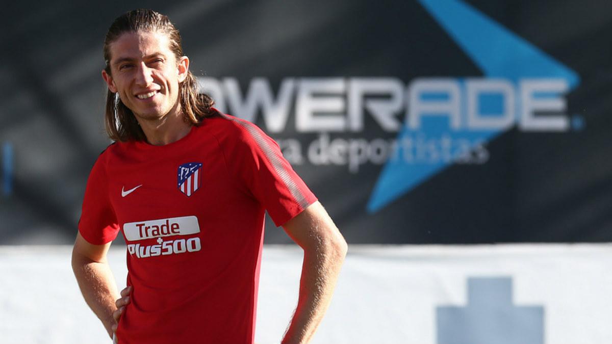 Filipe Luis se entrena con el grupo. (atleticodemadrid.com)