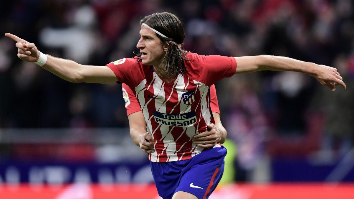 Filipe Luis celebra su gol ante la Real Sociedad. (AFP)