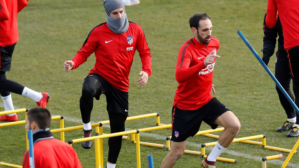 Juanfran, durante la sesión de entrenamiento del Atlético de Madrid (EFE)