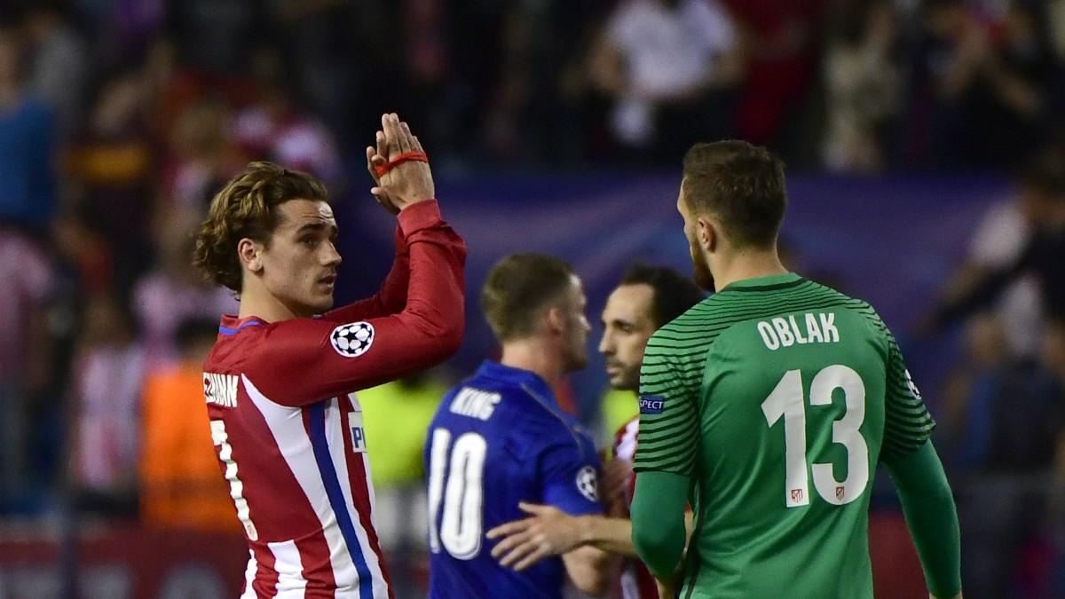 Oblak y Griezmann, en un partido del Atlético de Madrid. (AFP)