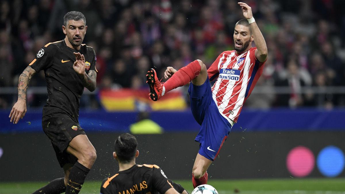 Carrasco durante el partido contra la Roma. (AFP)