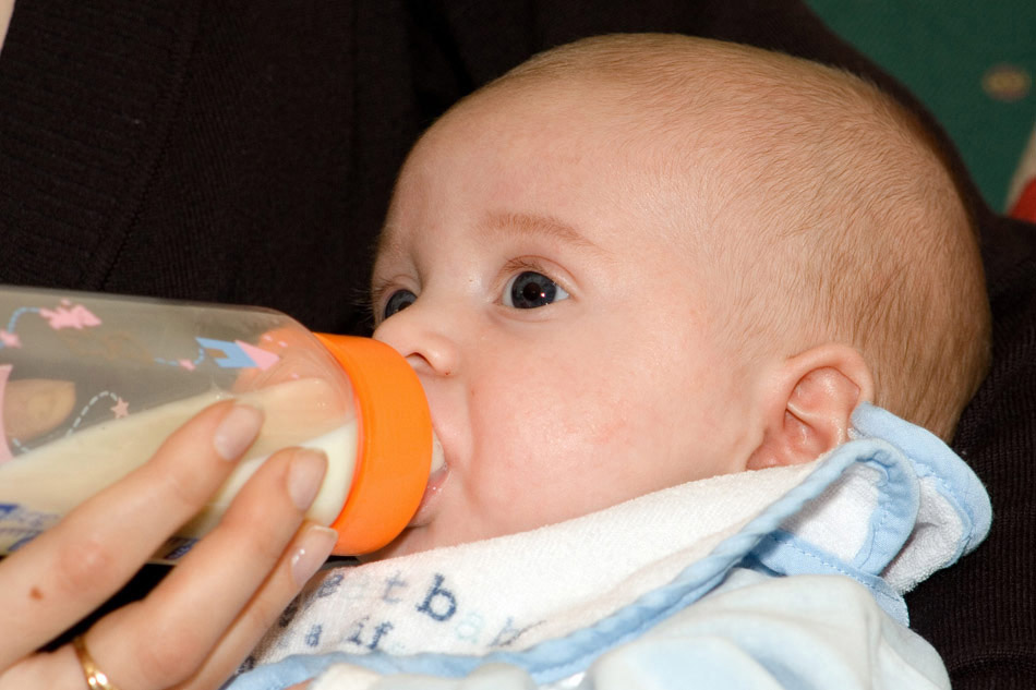 Leche de fórmula infantil. Alternativa a la lactancia materna