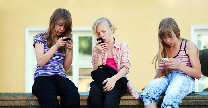 Normas básicas para el niño que tiene móvil
